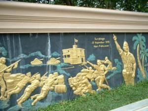 Relief di Monumen Nilai-Nilai Juang '45 Palangka Raya (Foto & Dok. Andriani S. Kusni, 2009)