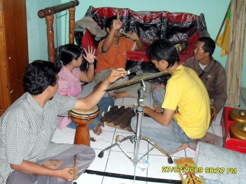 latihan kelompok musik