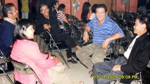 Yoseph Oendoen, Makmur Anwar, Lukman Siregar, JJ. Kusni, & seorang pekerja teater Palangka Raya (Foto & dok. Andriani S. Kusni)