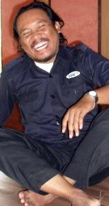 Aliemul Huda asal Pekalongan, salah seorang pendiri komunitas TERAPUNG-Palangka Raya, pembawa teater modern ke Kalteng. (Foto & Dok. Andriani S. Kusni, 2009)