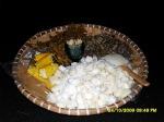 Sarungan kurik (panginan kurik atau makanan kecil) yang disajikan sambil menonton film Garuda di Dadaku (Foto & Dok. Andriani S. Kusni, 2009)