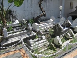 Kompleks makam Pangeran Diponegoro, istri, anak dan cucu-cucunya di Makassar (Foto.Dok. Lembaga Kebudayaan Dayak, Kalimantan Tengah/Andriani S. Kusni, 2014).