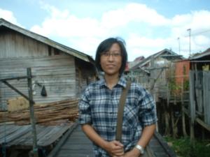 Berkunjung ke Flamboyan Bawah [Foto.Dok.Lembaga Kebudayaan Dayak Kalimantan Tengah/Kusni Sulang, 2009)