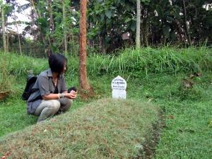 Kami datang menziarahimu, Mas Wil. (Foto.Dok. Lembaga Kebudayaan Dayak Kalimantan Tengah/Kusni Sulang, 2012)