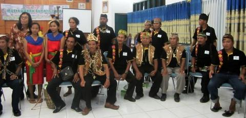 Beberapa peserta Musyawarah Budaya Dayak Tabalong, Nov.2014 (Foto.Dok. Lembaga Kebudayaan Dayak Kalimantan Tengah/Kusni Sulang, 2014)