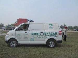 Ambulan pembawa peti jenazah Prof. Usop.