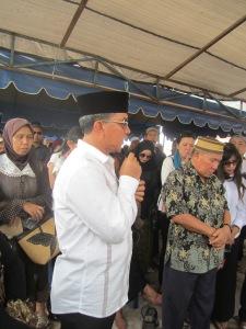 H. Riban Satia, Walikota Palangka Raya, menyampaikan pidato belasungkawa.