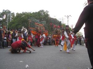 Reog atau kuda lumping apakah kesenian Dayak, kesenian Kalteng ataukah kesenian Jawa? (Lembaga Kebudayaan Dayak Kalimantana Tengah/ Andriani S. Kusni, 2013)